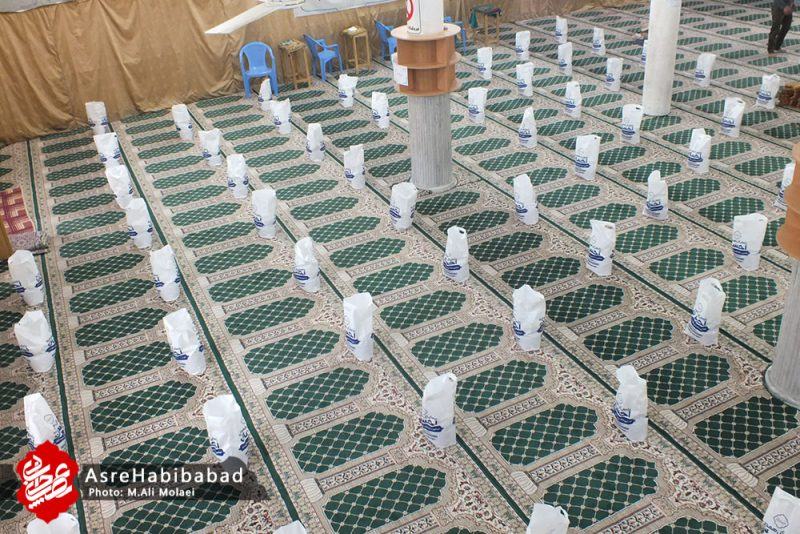 آغاز مرحله دوم نهضت کمک مومنانه در بخش حبیب آباد توزیع 142 بسته مواد غذایی بین نیازمندان