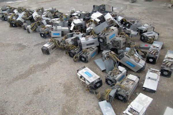 ۳۹ دستگاه ماینر خارجی قاچاق در شهرستان برخوار کشف شد