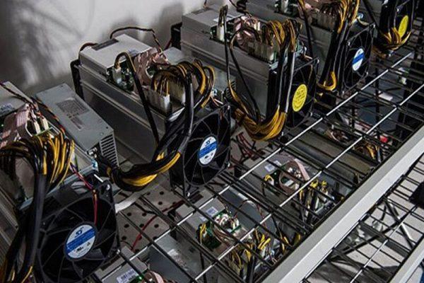 کشف ۳۷ دستگاه ماینر خارجی قاچاق در شهرستان برخوار