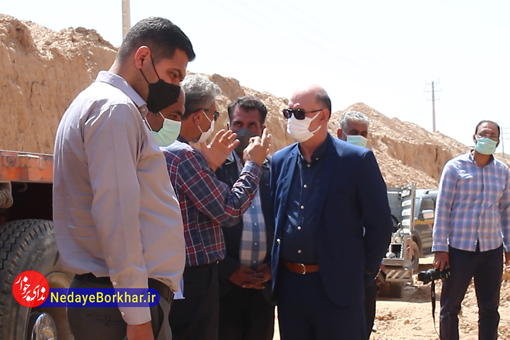 بازدید فرماندار برخوار از روند جابجایی شبکه گازرسانی و احداث زیرگذر شالباف