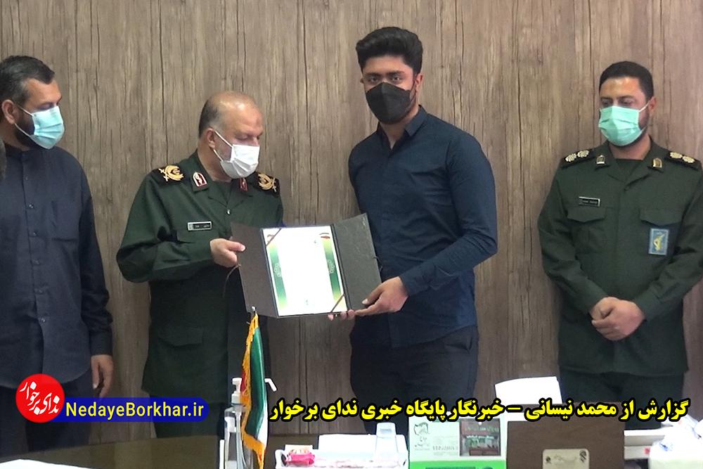 تجلیل فرمانده سپاه صاحب الزمان (عج) استان اصفهان از عوامل برنامه پهلوان شو