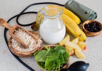 مبتلایان به فشارخون بالا باید از خوردن چه غذاهایی پرهیز کنند؟